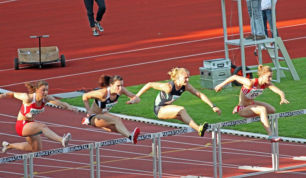 女性アスリートに多いスポーツ傷害|靭帯損傷、疲労骨折